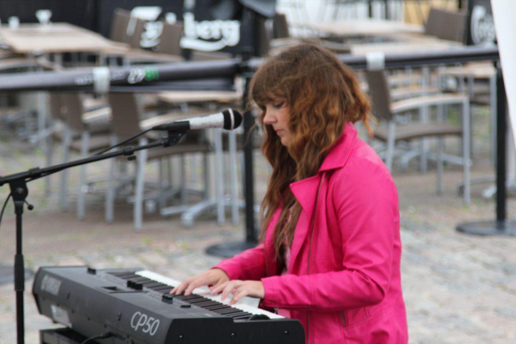 Camilla - Elbas Guitar Klaver Sang