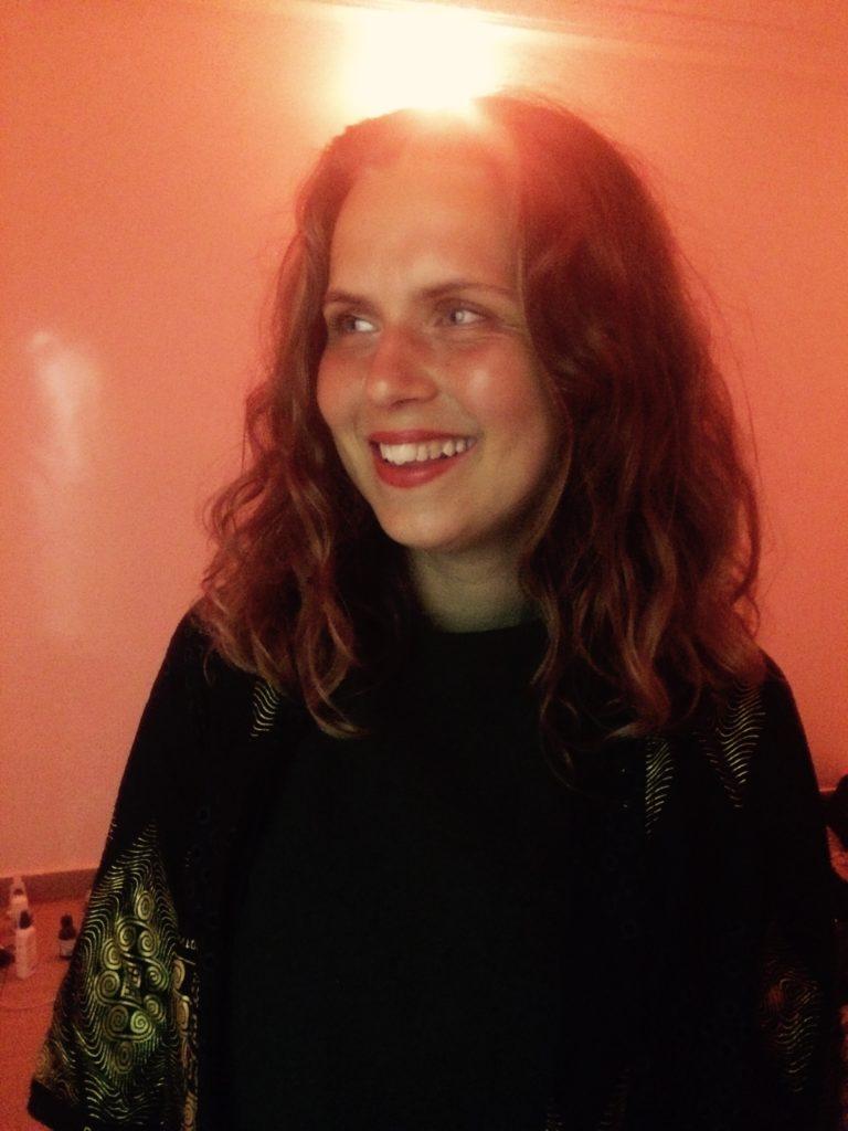 Anna Oline - Sang