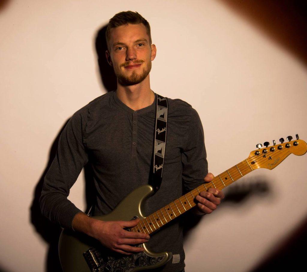 Niels - Elbas Guitar Keyboard/Synthesizer Klaver Trommer Ukulele  - Aarhus