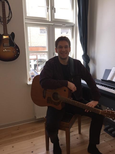 Anders O - Elbas Guitar Guitar og sang synkront Hørelære/Musikteori Klaver Sang